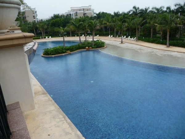 Fabulous swimming pool at Horizon Cove apartments